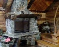 Декор камина деревом